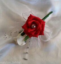 Mariage en boutonnière corsage rouge ivoire roses ruban strass argent sprays