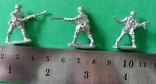 20mm Soldier Figures x 3 (MTL108)