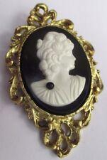 broche pendentif couleur or bijou vintage camée buste de femme noir blanc 2750