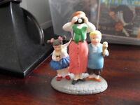 Department 56 Figurine Disney Kids with Mother LOOK