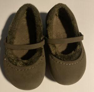 GUC girls fur lined Crocs size 8 c 9