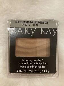 Mary Kay Mineral Bronzing Powder-LIGHT/MEDIUM