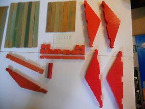 Lincoln logs-80+pcs. plastic& wood slats-plastic Red,green,yellow,Roof,doorsETC
