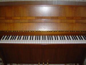 Klavier Schimmel gebraucht Nussbaum 3 Pedale Renner-Mechanik sehr guter Zustand!