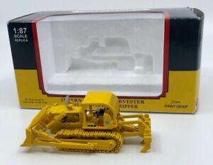 First Gear 80-0303 1:87 Scale TD-25 International Harvester with Ripper