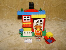 LEGO Sets: Creator: Basic Set: 4172-1 Tina's House (2001) with 4JUNIORS MINIFIG