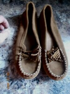 Ladies' Minnetonka Brown Suede Leather Upper Moccasins, 69982, Size 9, Preowned