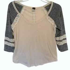 We The Free People Women's XS Henley Tee ~ Cream & Gray Knit Top w/ Lace Trim