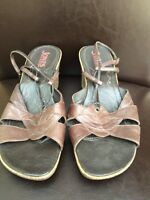 Jones The Bootmaker Size 6 Brown Leather Wedge Sandals T4693