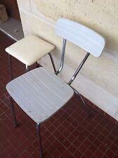 Chaise blanche en formica;avec tabouret sky cuisine années 70; ancienne.