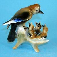 9942135 Porzellan Figur Vogel Eichelhäher-Familie im Nest Wagner & Apel H11,5cm