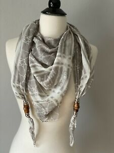 Gucci Taupe Beige Horsebit Print Logo Scarf With Bamboo Accents