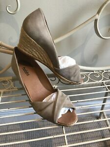 Hobbs 41 Suede Wedge Heel Shoe Great Preloved Condition Like New