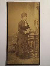 Meran - stehende Frau Marie Neureither - Windischbauer im Kleid - Portrait / KAB