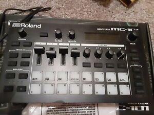 Roland MC101 4 Tracks Groovebox Sequencer