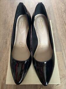 Clarks Isidora Faye Black Patent Leather Cushioned Mid Heel Court Shoes UK4 BNIB