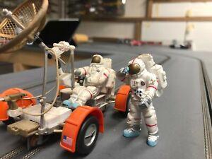 Powerslot PWS001 - Mondauto - Moon Mobile -  mit 2 Astronauten 1:32