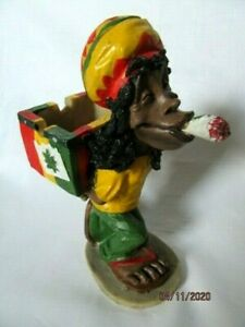 WEEDOS STANDING RASTA MAN CARRYING HIS WEED ASHTRAY - ORNAMENT / FIGURE (A)