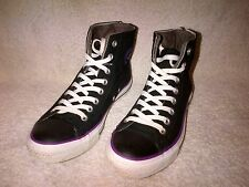 CONVERSE ALL STARS SIZE 7 1/2 USED BUT LOOK NEW