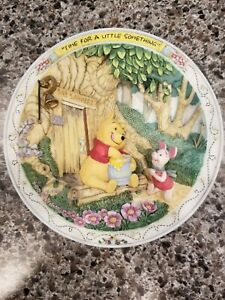 Winnie the Pooh and Friends 3d plate - Time For A Little Something Disney