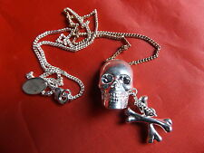 DISNEY COUTURE PIRATES SKULL AND CROSSBONES NECKLACE