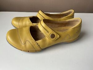 CLARKS ARTISAN UNSTRUCTURED Mustard Yellow Leather Comfort Shoes Size 5.5D / 39