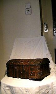 alte Truhe, Schatulle, 34 cm, 3,1 kg, Holz, Eisenband beschlagen, gotischer Stil