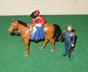 Britains 43071 Queen Victoria Presenting First VC