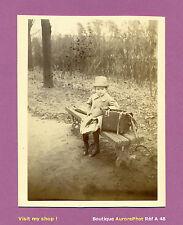 PHOTO ALBUMINÉE, ENFANT ALBERT GABY EN TENUE DE VOYAGEUR,  1886 -A48