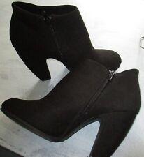 Olsenboye Womans Black Suede Ankle Boots Size 8M Side Zipper 037-7454