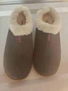 Sorel Nakiska Womens SIZE 12   Slide On Winter Slippers Lamb Fur Lined