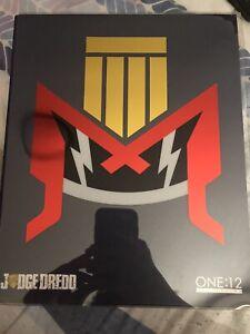 Mezco Judge Dredd (READ DESCRIPTION)