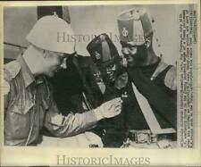 1960 Press Photo Swedish Captain Sig Thoren with Ghana Policeman in Leopoldville