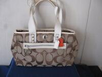 Coach 14878 Brown Khaki Daisy Signature Large Tote Handbag Purse 9 x 13 x 4 EUC