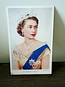 Queen Elizabeth ii A Photo by Dorothy Wilding Valentines Colour Postcard