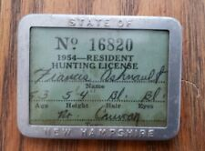 1954 New Hampshire Resident Hunting License in Pin Back Carrier No. 16820 Htf