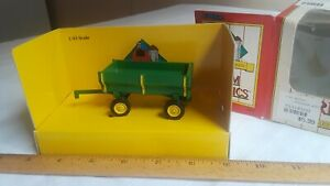 Mint condition Farm country John Deere flare box wagon