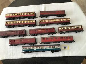 Joblot Of 10 Mainly Triang 00 Gauge Coaches, Mail Cars Etc. See Des. (s39)