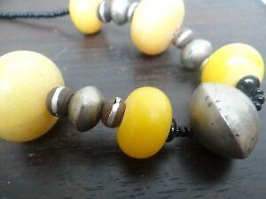 collier ethnique berbère perles métal argenté résine Copal ???? ancien