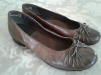 CLARKS Womens Brown Leather Slip-on Shoes 8 M Closed Toe Flats