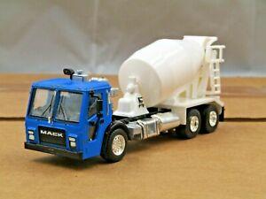 Dcp/greenlight custom blue/white Mack lj cabover cement truck 1/64