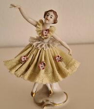 Filigrane Porzellan Figur Ballerina gelbes Tüllkleid und blaue Porzellanmarke