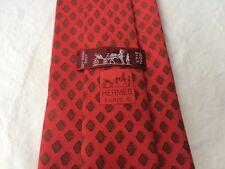 HERMÈS Krawatte Tie Cravate. 199 UA 100% Seide. Rot mit Motiv.
