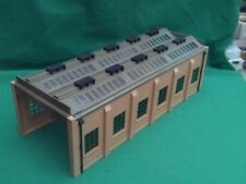 HORNBY DUBLO DOUBLE TRACK ENGINE SHED IN V.G.C.