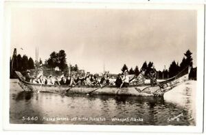 INDIGENOUS PEOPLE IN LARGE CANOE TO ATTEND POTLACH RPPC POSTCARD WRANGELL, ALASK