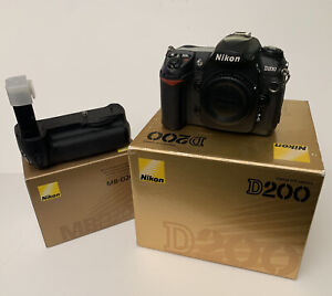 Nikon D200 10.2 MP DSLR Digital SLR Camera In Box With MB-D200 Battery Grip EUC
