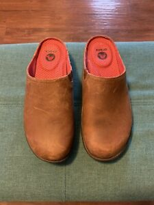Crocs W7 Leather Sip On Shoes GUC