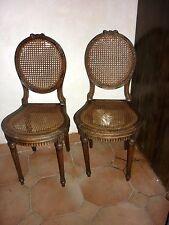 Paire de chaises de style Louis XVI en bois assise et dossier canné médaillon