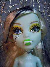 Monster High Frankie Stein FREAKY FUSION Nude Fashion Doll Loose Play