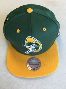 RETRO MITCHELL AND NESS GREEN BAY PACKERS RETRO LOGO FLAT BRIM SNAPBACK HAT